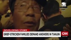 [In China] Latest Grief-stricken families demand answers Tianjin disasters - 最新悲痛欲絕的家屬要求天津爆炸災害答案.mp4