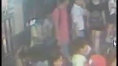 Bangkok bomb CCTV video shows man leave backpack.mp4